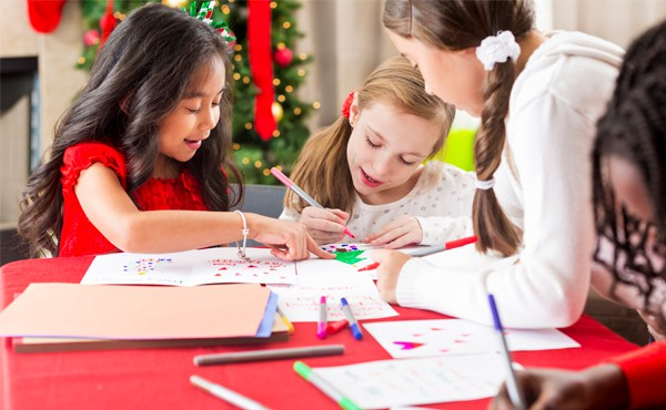 Friends making winter arts and crafts together. Find child-friendly winter crafts