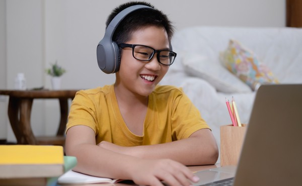 Student learning at home. Routines can help online students thrive